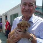 Alcalde de Málaga en la Protectora de Animales de Málaga